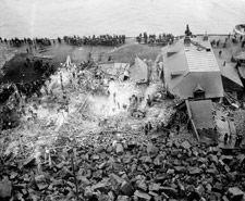 Photo aérienne du glissement rocheux survenu sur la rue Champlain, à Québec, en septembre 1889