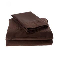 Juego Ilò de sábanas confeccionado en algodón 400 hilos color chocolate con diseño liso.<br><br>Instrucciones de cuidado:<br><br>Se recomienda lavar antes de usarse.<br><br>Lavar a máquina con colores similares.<br><br>Lavar en ciclo delicado con agua frí