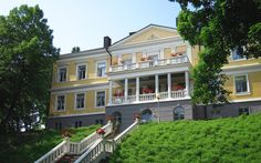 Historical ambience with a modern twist in Sannäs Manor conference hotel. Old Mansions, Old Buildings, Old Houses, Beautiful Gardens, Finland, Villa, Around The Worlds, Exterior