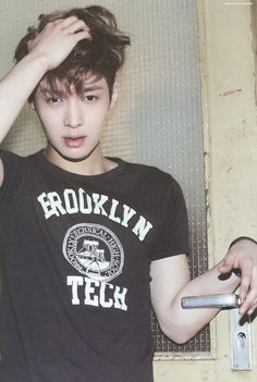 Bed head Yixing. Why do I find this so attractive?!