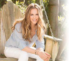 Alicia Silverstone- celebrity hair-celebrity hairstyles-celebrity hair cuts-celebrity hair hair color- blonde- sunkissed- casual- middle part- beach curls Blonde Color, Blonde Highlights, Hair Color, Hair Inspo, Hair Inspiration, Wild Growth Hair Oil, Beach Curls, Berry, Bombshell Beauty