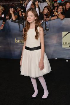 Mackenzie Foy, 12, who plays K-Stew/R-Patz spawn Renesmee, posed like a red carpet pro. #Twilight #BreakingDawn