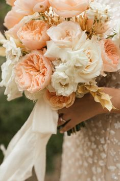 Take a look at this tropical Mexico wedding elopement Photo: @vivaphotographyweddings Floral Bouquets, Wedding Bouquets, Wedding Cakes, Wedding Flowers, Mod Wedding, Wedding Events, Weddings, Event Planning Design, Beautiful Bride