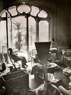 Inside the French home of Pablo Picasso. For more artist's homes and modern art visit www.ompomhappy.com #Picasso #art #modernart #artists #homes #studios #interiors #interiordesign #homedecor Picasso's home Villa La Californie