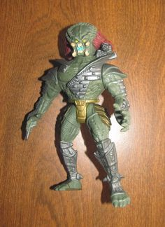 Scavage Predator from Kenner, 1993. Part of a Grab-Bag at Goodwill for .99 cents with 3 other figures.