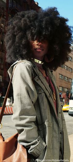 Ladies, try to fall in love again with your natural afro hair. Have a look at all these Afro hair inspiration images that we've collected for you, enjoy! Natural Afro Hairstyles, Black Women Hairstyles, Weave Hairstyles, Kid Hairstyles, Dreadlock Hairstyles, Wedding Hairstyles, African Hairstyles, African American Natural Hairstyles, African American Hair