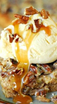 Caramel Pecan Apple Bars
