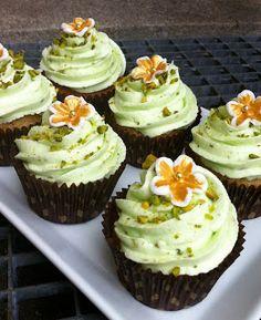 Charlotte's Cupcake Bakery - en er aldrig nok!: Chokolade cupcake m/pistacie frosting