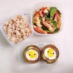 #มื้อเช้า   อโวคาโด้ไข่ดาว  นอกเฟรมมีนมกับขนมปังคิวบิคอีกแผ่นนะคะ #มื้อเที่ยง  กะเพรากุ้งหน่อไม้ฝรั่ง  ผัดด้วยน้ำมันมะกอก ปรุงด้วย ซี้อิ้วขาว น้ำมันหอย พริก #มื้อเย็น ไม่มีเพราะทำไม่ทัน
