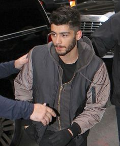 Zayn arriving at their hotel today!