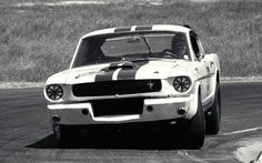 1965 R Model uploaded in Shelby Racing Photos: 1965 Road American Laguna (?) - Dick Carters Mustang on his way to winning the B-productio. Mustang Cobra, Mustang Fastback, Ford Mustang Shelby, Ford Gt, Ford Mustangs, Ac Cobra, Shelby Gt350r, Shelby Car, Carroll Shelby