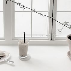 Do something special. Korean Aesthetic, Aesthetic Colors, Aesthetic Photo, Aesthetic Pictures, Minimal Photo, Black And White Aesthetic, Morning Light, Pure White, Colorful Pictures