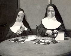 Making Rosaries. 1940s. Sister Mary Theon Murphy and Sister Basilla Montie work on new 15-decade rosaries.  The sisters made all the parts of their habits, including the rosary worn on the left side. #HistoryNun #NCSW http://ihmsisters.org