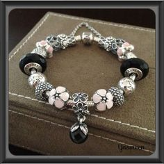 Tendance & idée Bracelets 2016/2017 Description PANDORA Bracelet with Pretty Pink and Black.