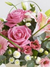 Arrangement of Cut Flowers International Flowers, Cut Flowers, Floral Wreath, Rose, Plants, Garden Ideas, Beautiful, Beauty, Thoughts