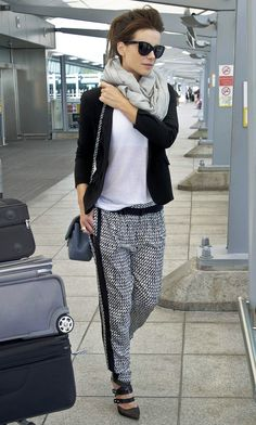 154 Outfit Ideas for Traveling Airport Style - - Travel Outfits Mode Outfits, Casual Outfits, Fashion Outfits, Fashion Trends, Travel Outfits, Sport Outfits, Kate Beckinsale, Joggers Outfit, Airport Style