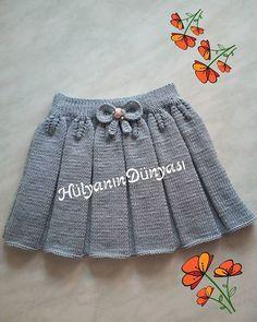 Snurr-Meg-Skjørt / Triple Skirt pattern by Knit Me - Her Crochet Baby Pullover, Baby Cardigan, Knit Vest, Baby Girl Patterns, Baby Knitting Patterns, Knitting Wool, Knitting For Kids, New Baby Dress, Baby Skirt