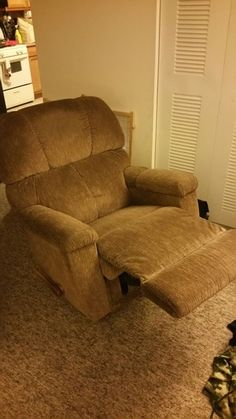 LA-Z-BOY Recliner in York, PA (sells for $50)