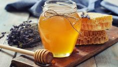 Top 16 Healing Home Remedies with Honey. Honey is more than just a delicious food product. This versatile natural substance has been used in traditional medicine for thousands of years. Herbal Remedies, Home Remedies, Natural Remedies, Health Remedies, Smoothie Recipes, Diet Recipes, Nutribullet Recipes, Honey Recipes, Easy Recipes