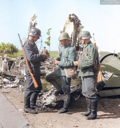 A Dutch soldier having a cigarette with a German Oberschütze (heer) and Gefreiter (luftwaffe) by a destroyed Junkers Ju The Netherlands, May Ww2 Uniforms, German Uniforms, German Soldiers Ww2, German Army, Luftwaffe, Rotterdam, Germany Ww2, Ww2 Photos, Military Pictures