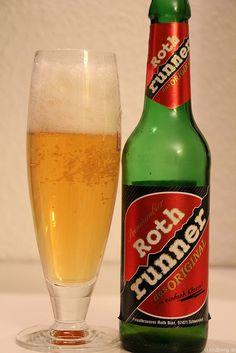 Roth runner - Roth Bier    Kurz bevor es auf die Piste geht, hab ich mal den Roth Runner von Roth Bier Schweinfurt aufgemacht. Aussehen erinnert mich an Becks... ebenfalls eine grüne 0,33l Flasche.  Erster Eindruck: A ja, noch eins bitte  Ich finds gut, ähnelt nem Export. Leicht herber Antrunk, mit einem würzigen Körper der im Abgang richtig toll malzig und würzig wird. Nicht schlecht, das hätte ich gern mal Abends in ner Kneipe. Schmeckt mir. (www.rothbier.de)
