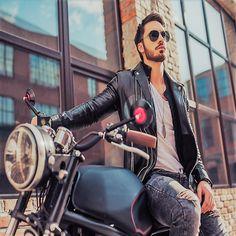 """Nutzt das schöne Wetter 🌞, um Touren mit dem Motorrad 🏍 zu machen. Für die """"Ruhezeit"""" bietet die LAGERBOX 🏢 auch Stellplätze an! 😎  ▪️  #lagerbox_selfstorage #stellplätze #lagerstorage #tour #lagerbox #motorrad #linkinbio #selfstorarage"""