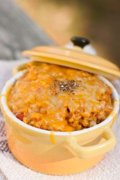 Recipe for Cheesy Arroz con Pollo - Mexican Chicken and Rice Mexican Dishes, Mexican Food Recipes, Ethnic Recipes, Mexican Meals, I Love Food, Good Food, Yummy Food, Tamales, Acp Recipe