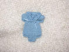 Miniatures - Dollhouse - Baby Clothing .  Ropita de Bebé   http://minipili.blogspot.com.es/