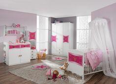 murs en gris et rose pâle et un mobilier blanc dans la chambre bébé