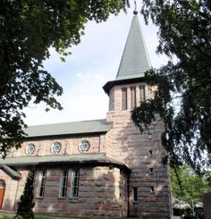 Kalvola Church in Hämeenlinna, Tavastia Proper, was designed by Ilmari Launis, it was built 1919-1921. Outer walls are made of Kalvola red granite.