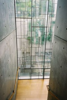 Shiba Ryotaro Memorial Museum by Tadao Ando. Modern window alternating matte and clear glass installed on a iron structure with irregular shapes. Is a new interpretation of stained glass windows and also a nice alternative to ordinary windows. Tadao Ando, Architecture Design, Windows Architecture, Bauhaus Architecture, Japan Architecture, Museum Architecture, Futuristic Architecture, Sustainable Architecture, Contemporary Architecture