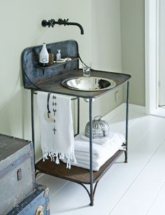 Updated old iron Wash Stand (those with basin and pitcher): beautiful! Outdoor Sinks, Wash Stand, Beautiful Bathrooms, Bathroom Inspiration, Small Bathroom, Lake Bathroom, Marble Bathrooms, Interior Decorating, Interior Design