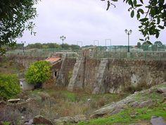 """El llamado """"Charco del Cura"""", presa del siglo XVII, realizada para embalsar agua destinada a la molienda de granos en varios molinos escalonados situados aguas abajo del muro."""