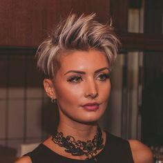 Ich werde gleich ins Bett gehen. Mein Wecker klingelt morgen früh um 4 Uhr Dann gehts nach Düsseldorf #hairfashionshow #hairfashion #hair #haircut #hairstyle #shorthair #pixie #pixies #pixiecut #undercut #sidecut #silverhair #greyhair #beauty #beautiful #fashion #fashionista #tattoo #ink #pretty