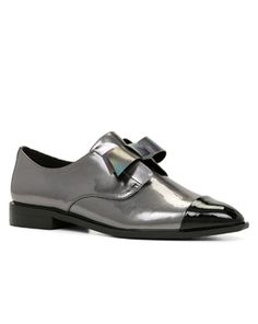Shop online for wide range of collections of shoe brands in India at Majorbrands.in. For more details visit here: http://www.majorbrands.in/brand/cl_2-c_4038/women/footwear/shoes.html or call on 1800-102-2285 or email us at estore@majorbrands.in.