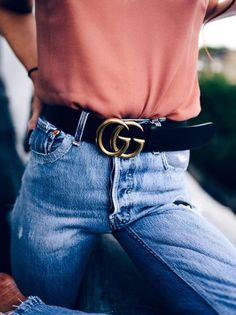 Casual tee and denim jeans with chic black leather belt. New York Fashion, Love Fashion, Gucci Fashion, Style Fashion, Fashion Beauty, Style Outfits, Fashion Outfits, Fashion Trends, Mode Style