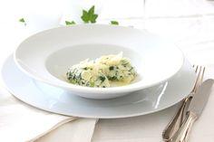White Dinner... Dîner en blanc... Flaumige Topfen-Spinatnockerl... und warum das Dinner fast rosa wurde...