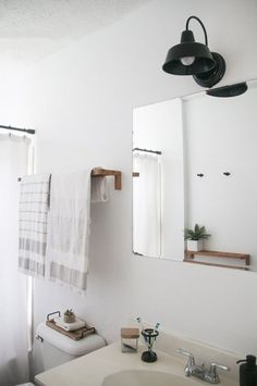 Before & After: A New Bathroom, 3 Hours & $150 Later | Apartment Therapy