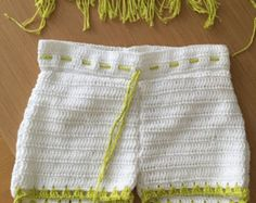 Ganchillo de la mano desnuda Shorts por CokettaBeachwear en Etsy