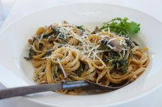 Creamy Mushroom & Spinach Pasta with Caramelized Onions, Creamy Mushroom & Spinach Pasta with Caramelized Onions Recipes Spinach Fettuccine, Spinach Pasta, Creamy Mushrooms, Stuffed Mushrooms, Onion Recipes, Caramelized Onions, Spaghetti, Ethnic Recipes, Food