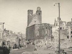 magdeburg nach der zerstörung   Die Magdeburger Johanniskirche nach der Bombardierung Magdeburgs am 16 ...