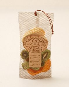 堀内果実園 セミドライミックス. looks like clever dried fruit and veggies #packaging PD