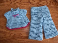 Free pattern  Song Sung Blue inspired baby set