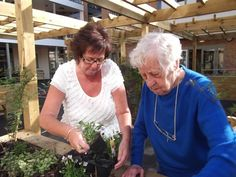Community projects helping people with dementia to stay independent
