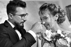 """O zi încărcată cu emoții, peste care veți trece împreună mai puternici și mai fericiți. 😍 Foto: Vlad Pahontu ✨ Fotografiile artistice de nuntă sunt propuse în cadrul proiectului """"Selecția Editorilor"""", desfășurat săptămânal de către Fotografi-Cameramani.ro, cel mai mare catalog online de fotografi și videografi de eveniment. Mai, Couple Photos, Couples, Couple Shots, Couple Photography, Couple, Couple Pictures"""