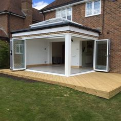 Pergola Ideas For Patio Orangerie Extension, Conservatory Extension, Orangery Extension Kitchen, Modern Conservatory, Conservatory Kitchen, Kitchen Orangery, Garden Room Extensions, House Extensions, House Extension Design