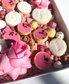 Brioche Donuts, Dessert Boxes, Gift Box Design, Cannoli, Pretty Cakes, Fun Desserts, No Bake Cake, Wedding Season, Bouquets