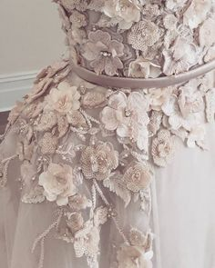 runwayandbeauty: Paolo Sebastian Haute Couture – Close up details. - Street Fashion, Casual Style, Latest Fashion Trends - Street Style and Casual Fashion Trends Couture Details, Fashion Details, Fashion Design, Pretty Dresses, Beautiful Dresses, Couture Fashion, Gypsy Fashion, Bridal Fashion, Couture Embroidery