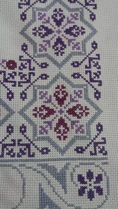 Hand Embroidery Design Patterns, Crochet Stitches Patterns, Cross Stitching, Cross Stitch Embroidery, Cross Stitch Designs, Cross Stitch Patterns, Palestinian Embroidery, Crochet Bedspread, Simple Cross Stitch