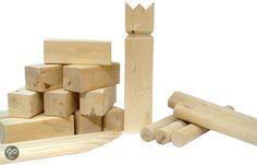 Kubb spel afkomstig uit Zweden en is een echt familiespel. Kubb is een spel voor buiten, en wordt gespeeld op een vlak speelveld. Er wordt bijna altijd op gras gespeeld, zand, strand of sneeuw zou ook kunnen. Kubb bestaat uit 1 Koning, 10 torens, 6 werpstokken, 4 hoekstokken en spelregels.